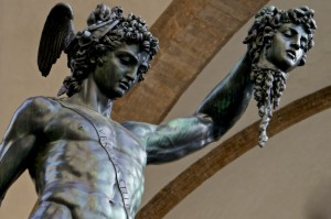 Perseus von Benvenuto Cellini in der Loggia dei Lanzi in Florenz