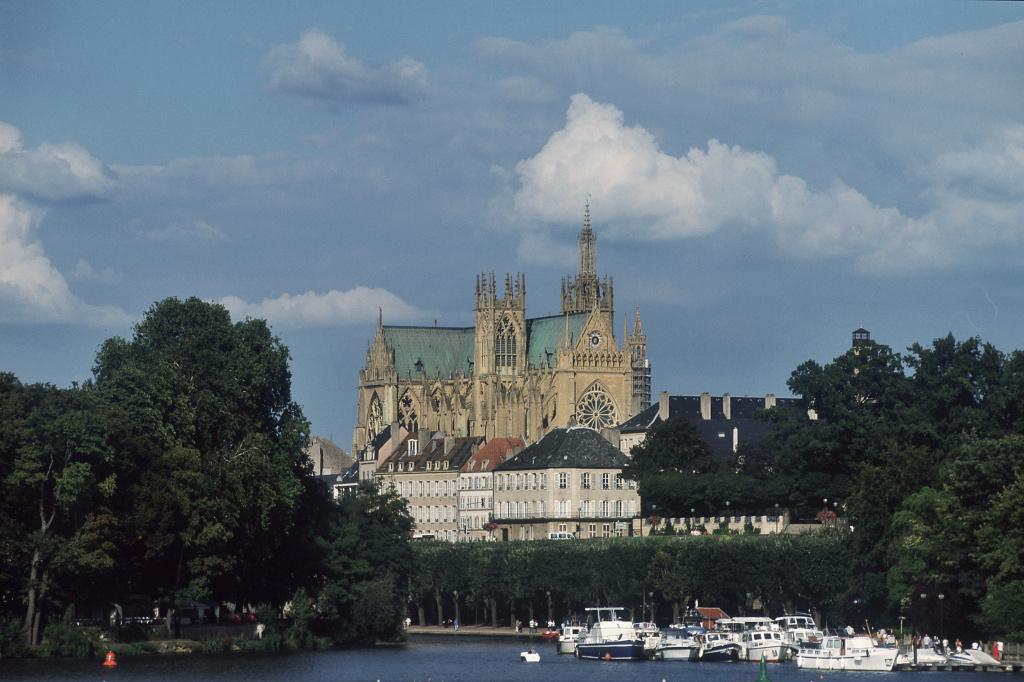 Metz, Blick auf die Kathedrale von der Mosel aus