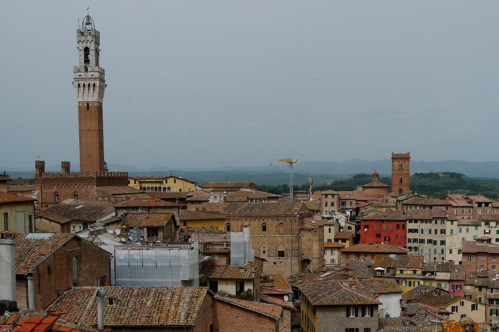 Siena Stadtbild mit Rathausturm