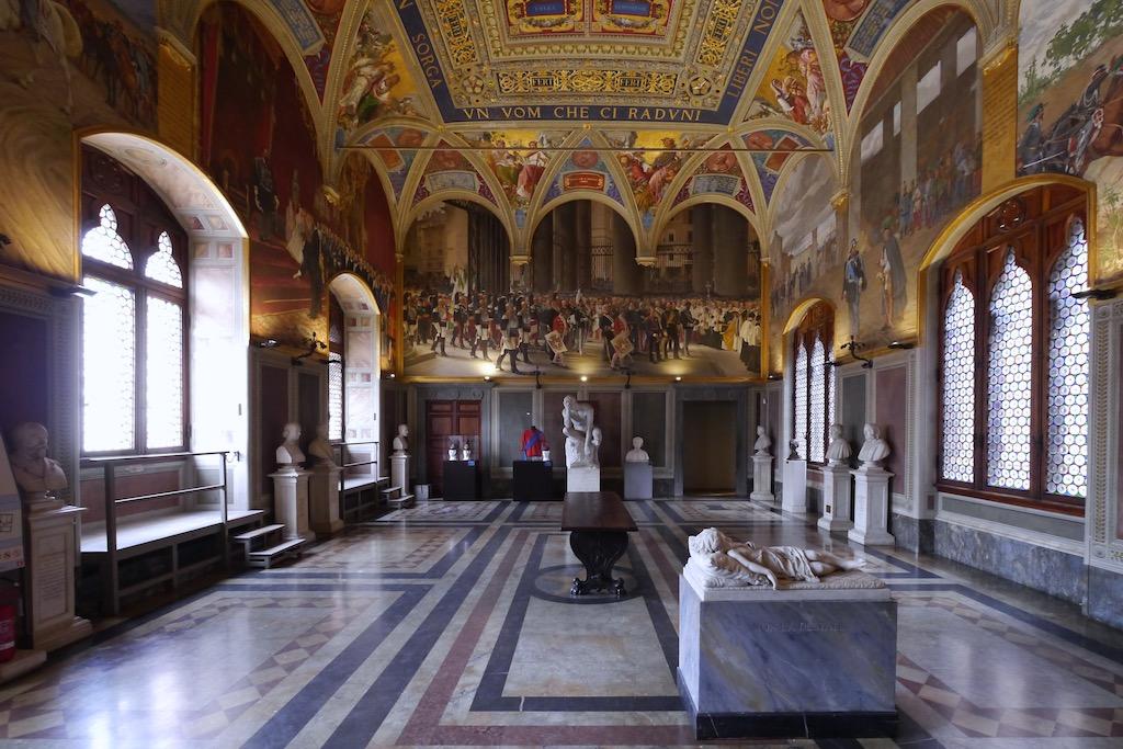 Ein Saal im Palazzo Publico von Siena