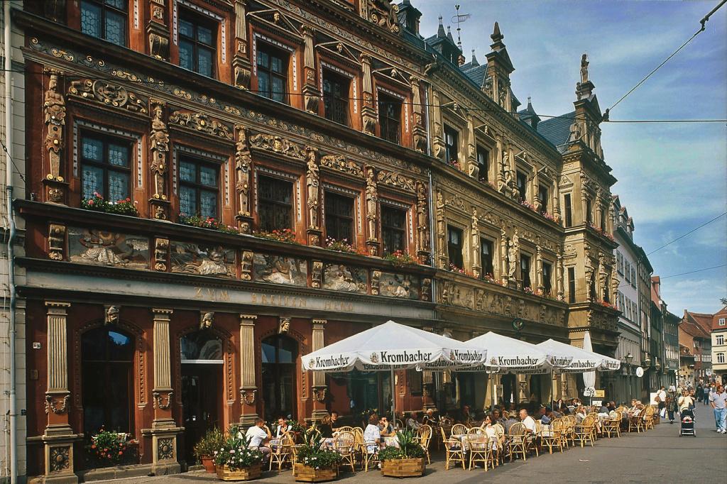 Erfurter Bier: Lokal vor alten Handelshäusern am Fischmarkt