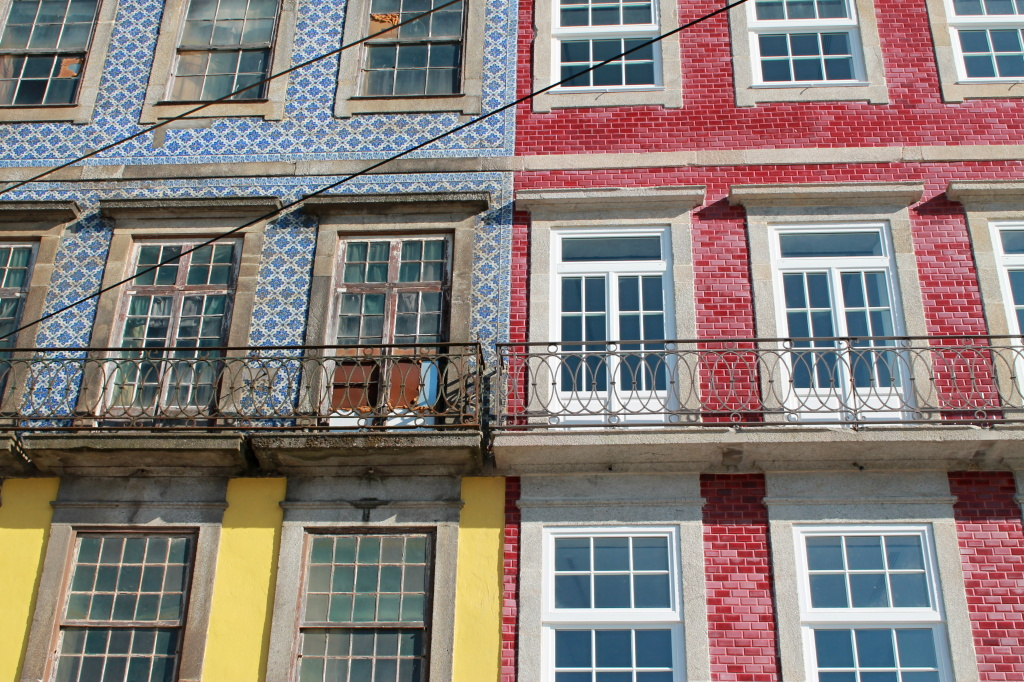 Porto, bunte Hausfassaden