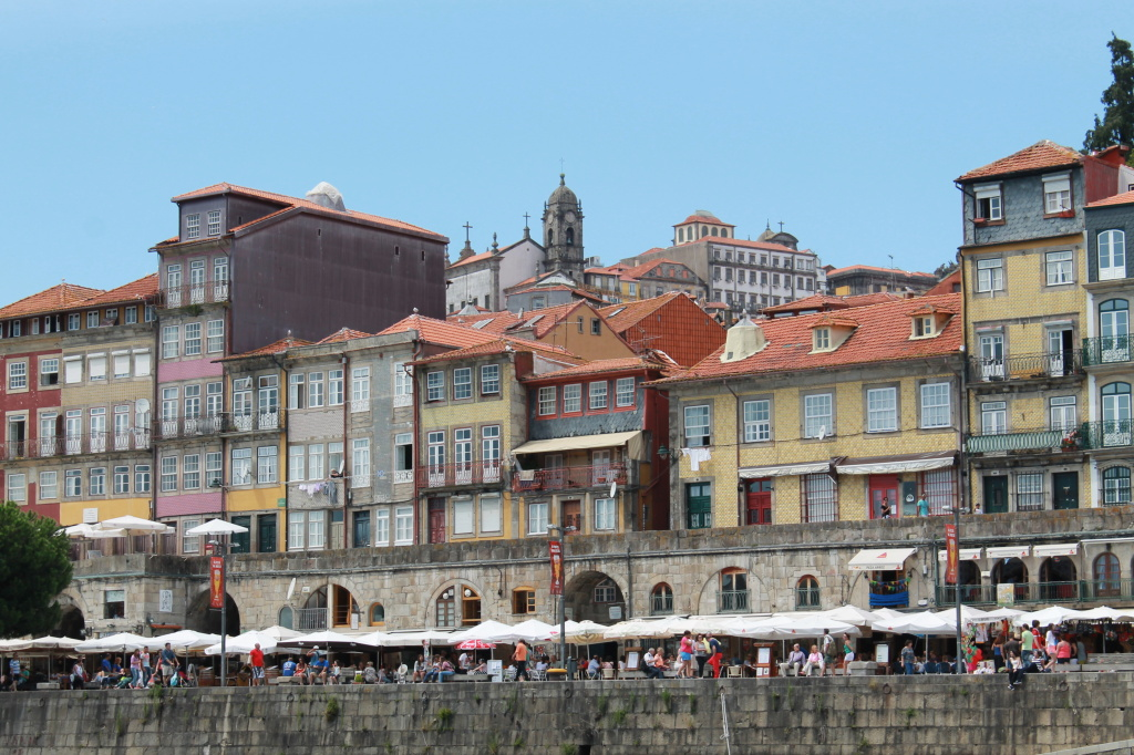 Porto, Touristenmeile am Fluss (Detail)