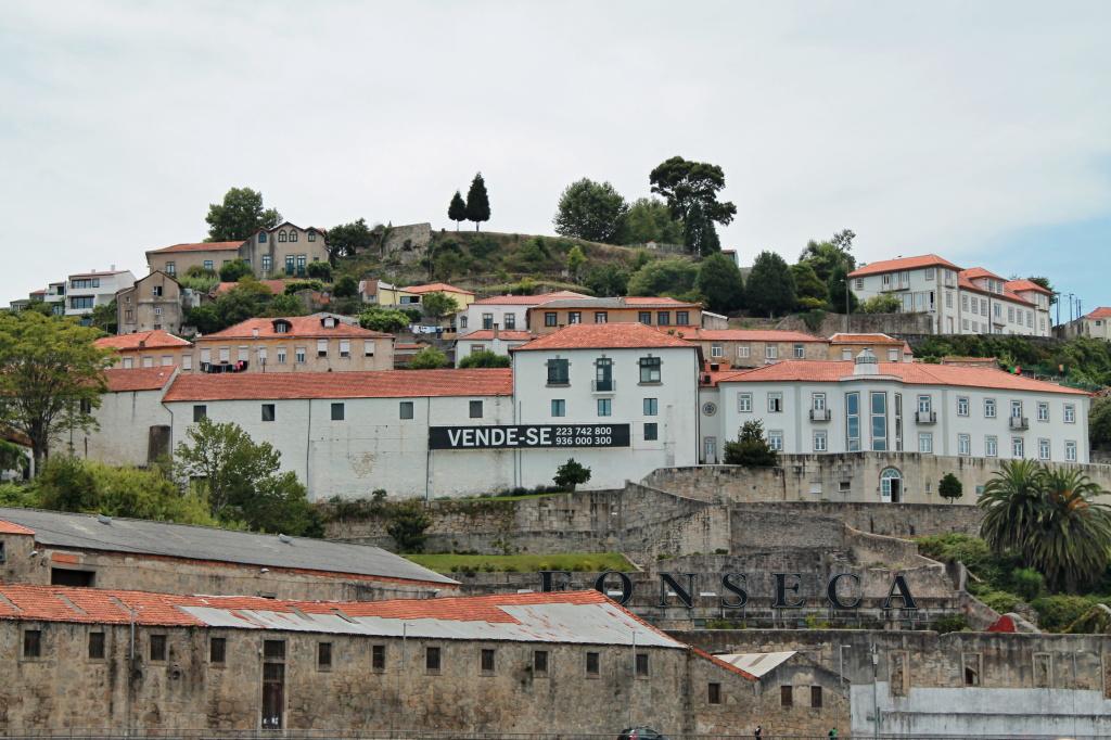 Porto, vende-se ̶ zu verkaufen