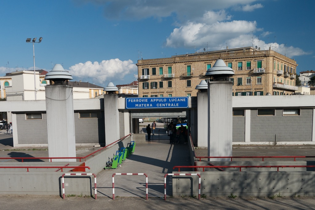 Der moderne Bahnhof von Matera
