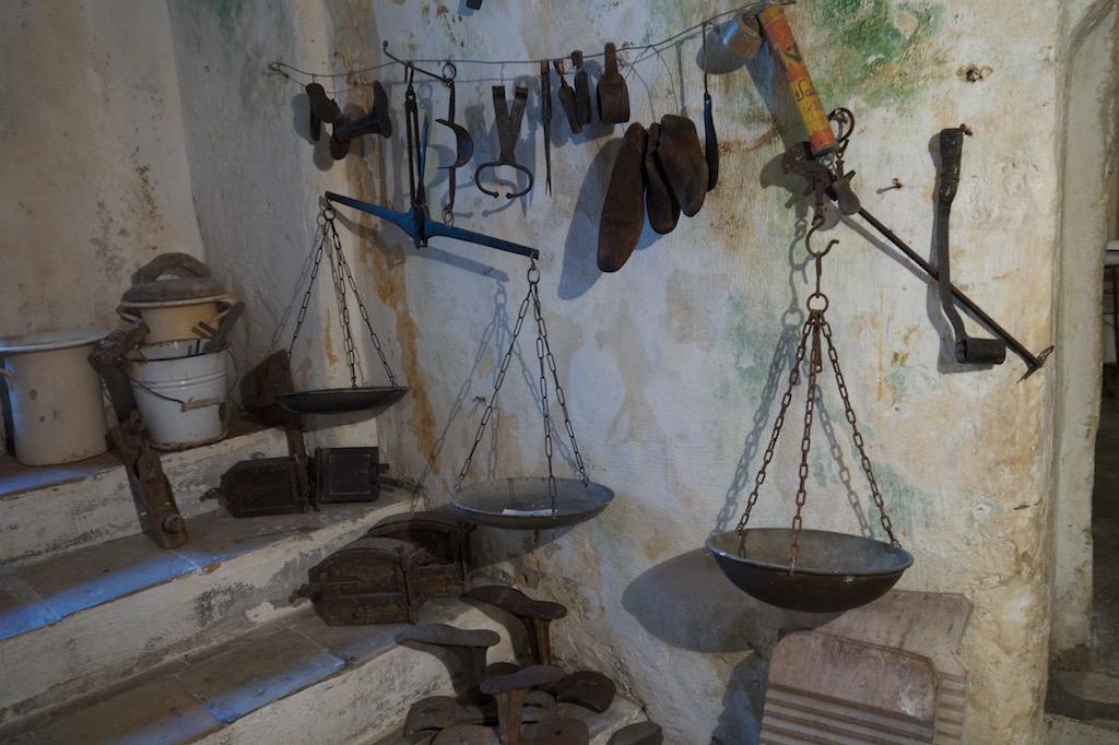 Werkzeug in einer Höhlenwohnung in Matera