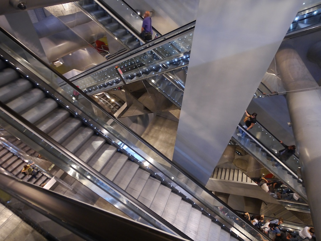 Rolltreppe in der U-Bahn von Neapel.