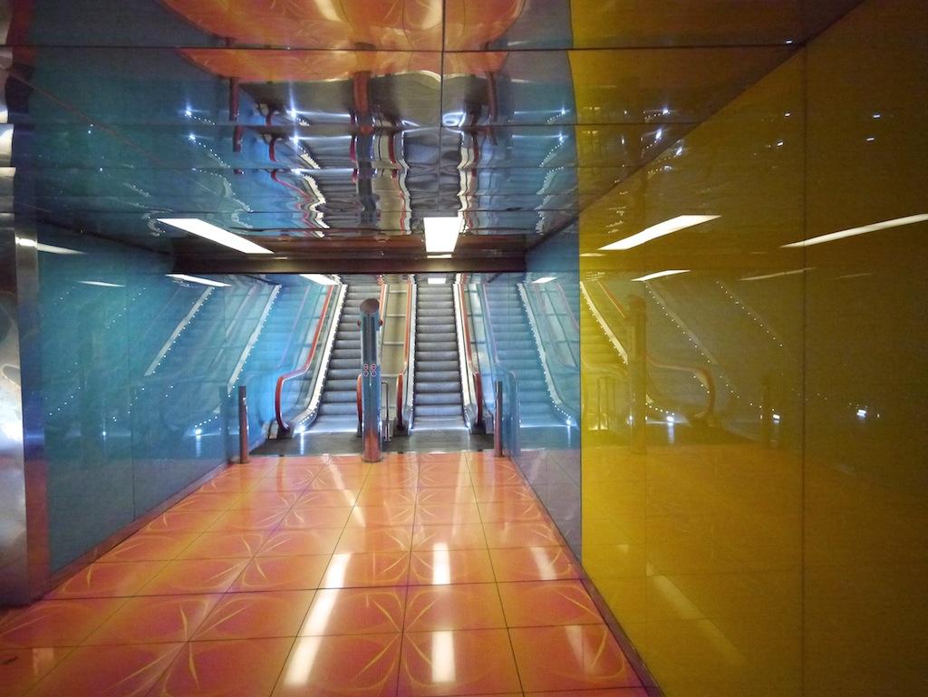 U-Bahn Haltestelle Universita von Karim Rashid.