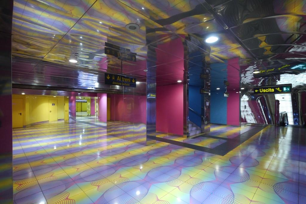 Metro Neapel, U-Bahn Haltestelle Universita von Karim Rashid.
