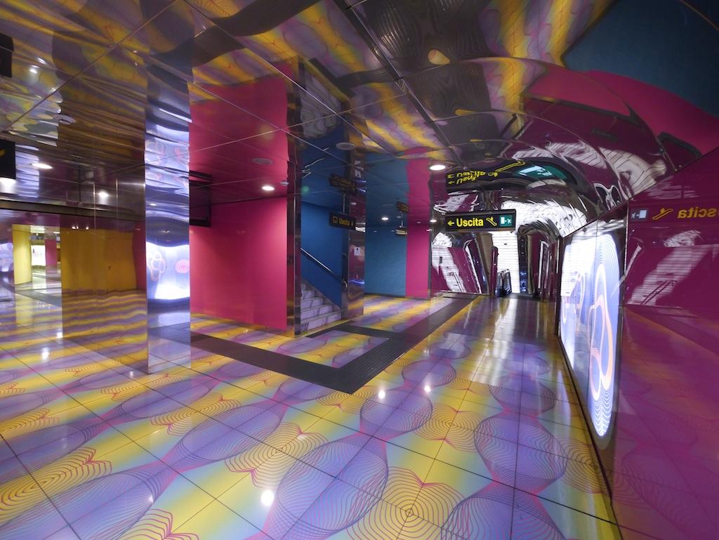 U-Bahn Haltestelle Universita von Karim Rashid für die Metro dell Arte.