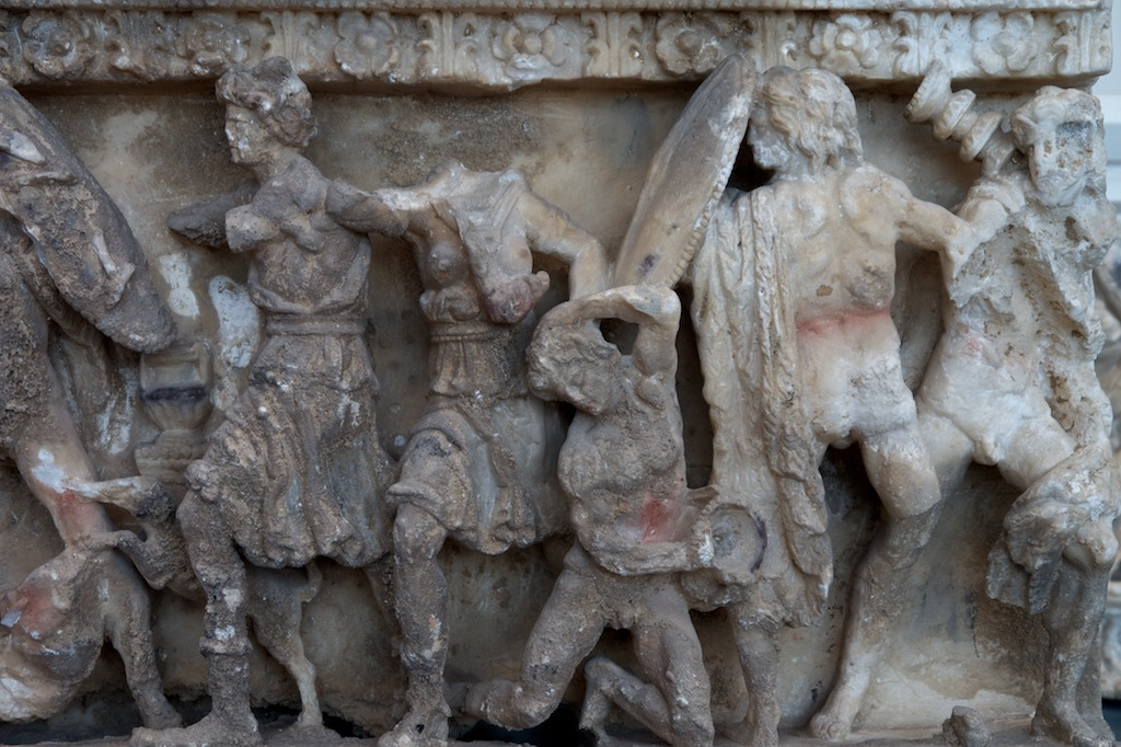Etruskische Ascheurne aus Volterra