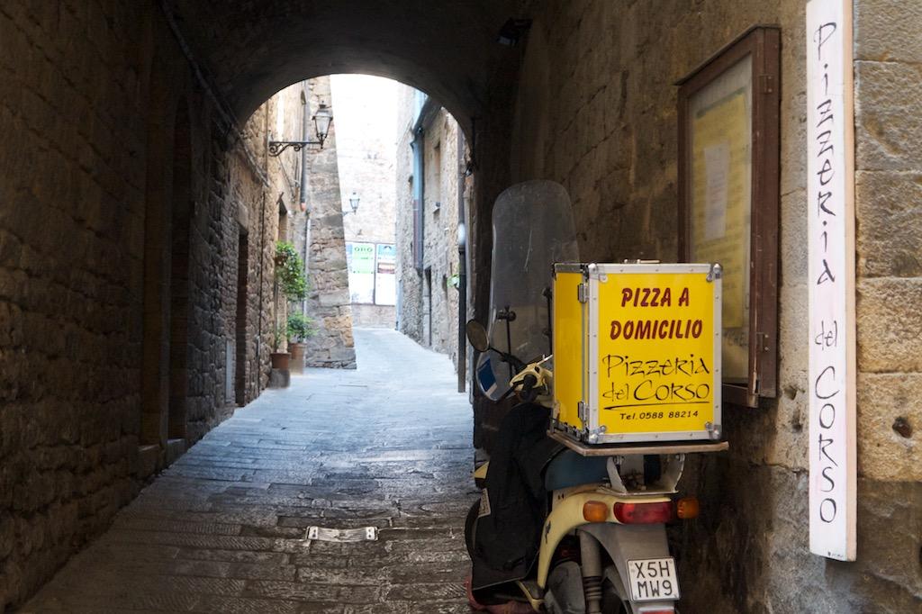 Ein Torbogen in Volterra