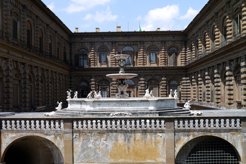 Florenz Oltrarno Blick in den Innenhof des Palazzo Pitti