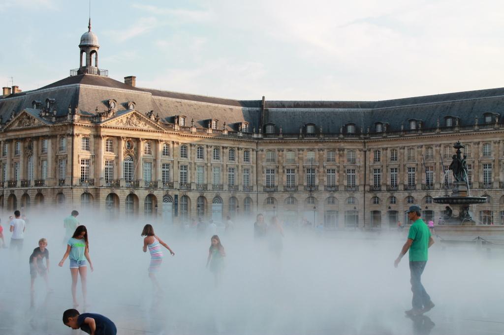 Bordeaux, Moroir d'eau mit Place de la Bourse