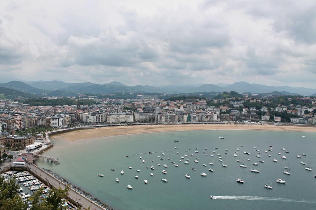 "San Sebastian, die Bucht ""La Concha"" mit Yachten"
