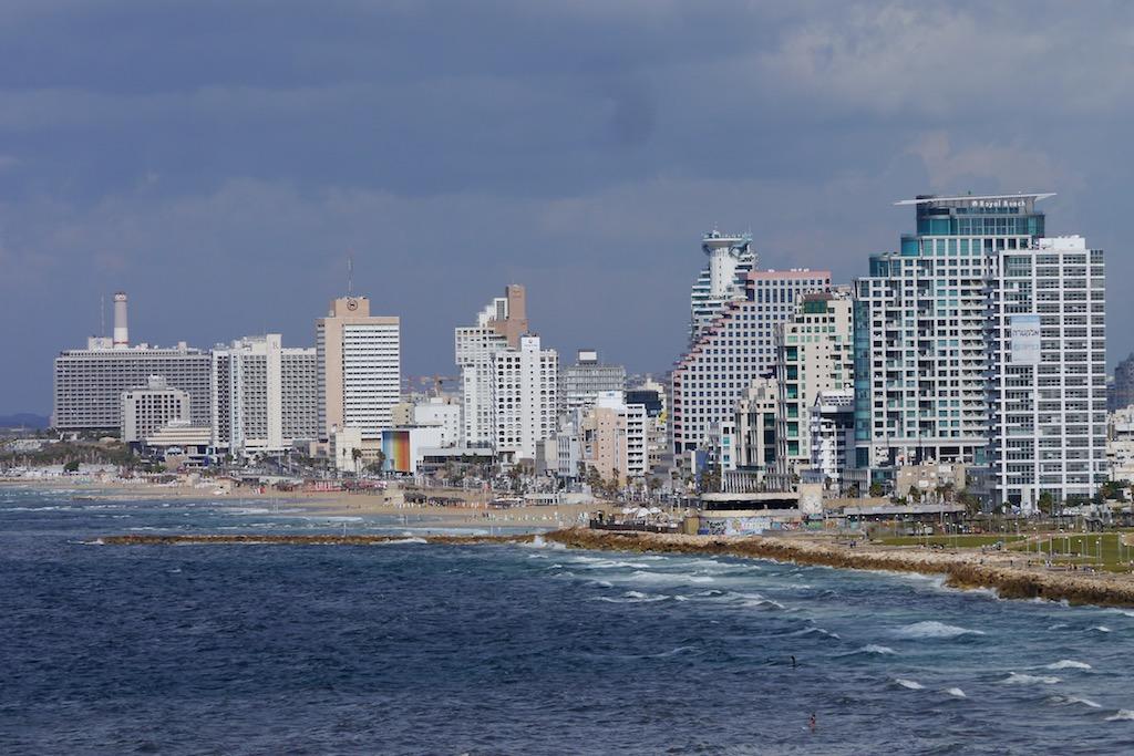 Die Skyline von Tel Aviv von Jaffa aus gesehen.