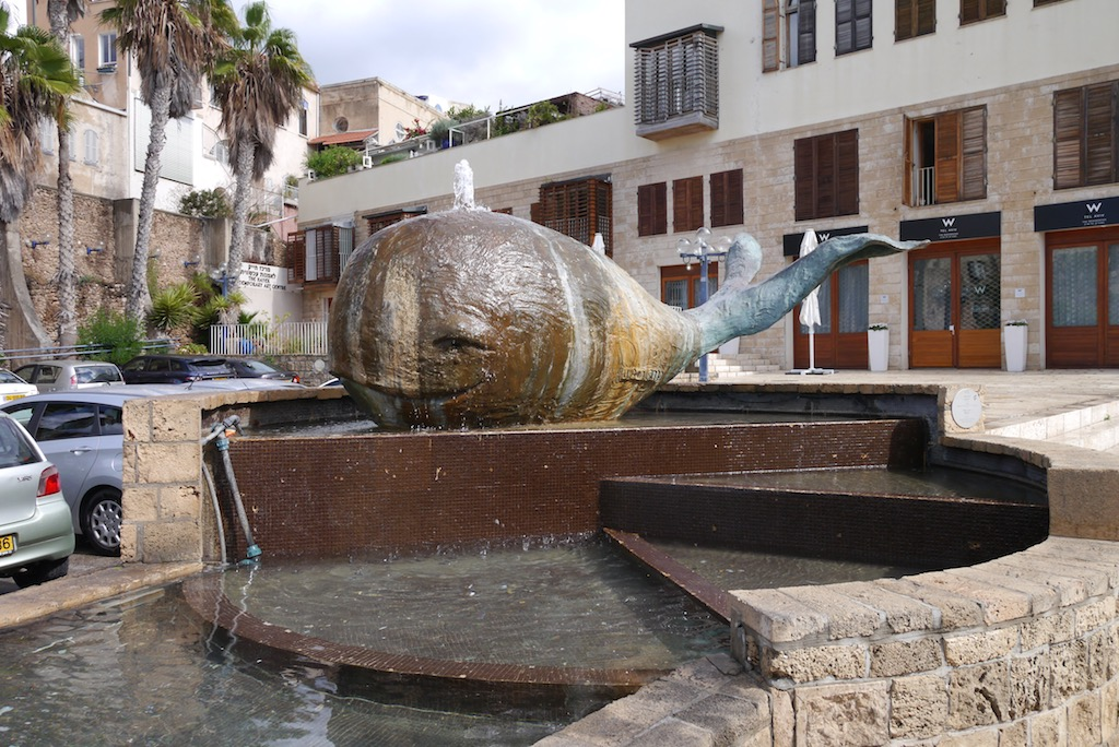 Jonas Walfisch eine Bronzeskulptur in Jaffa.