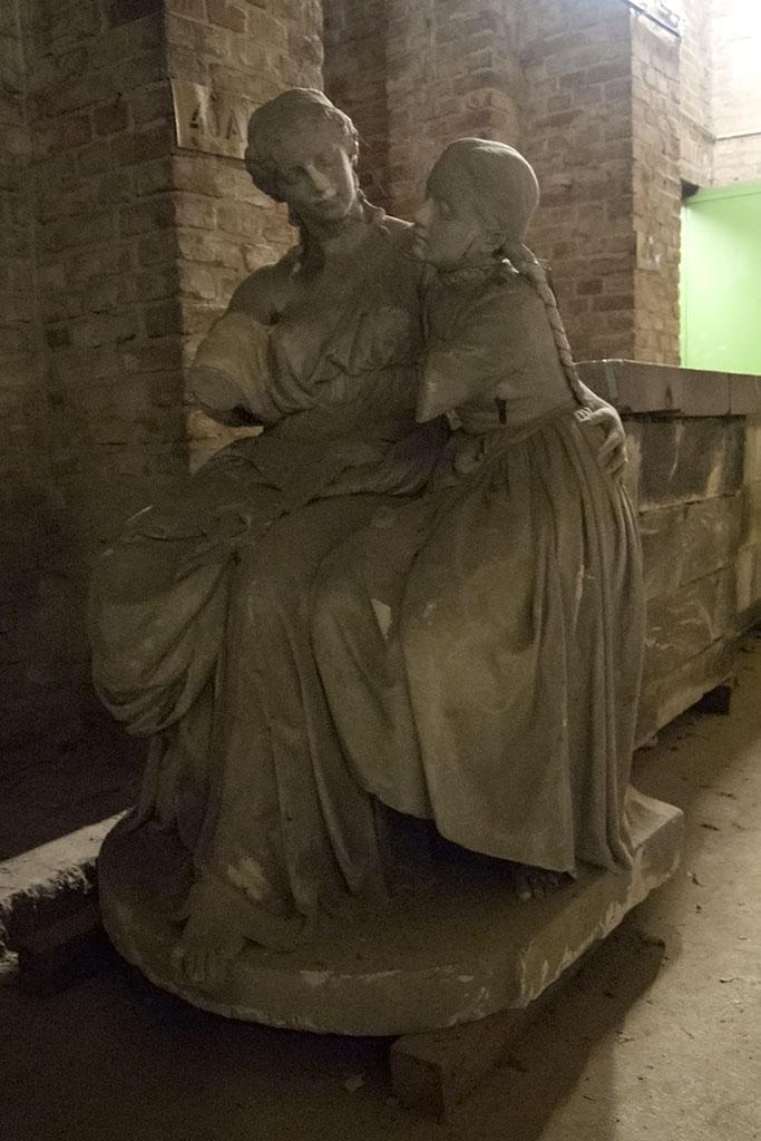 Nationaldenkmal Kreuzberg, Skulpturen im Unterbau des Sockelgeschosses