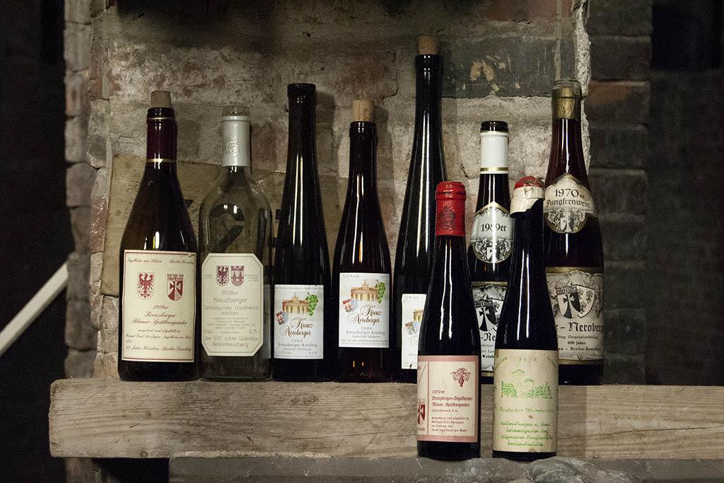 Weinflaschen mit Wein vom Kreuzberg.