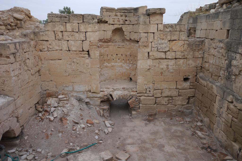 Römische Fußbodenheizung in den Ruinen des Badehaus.
