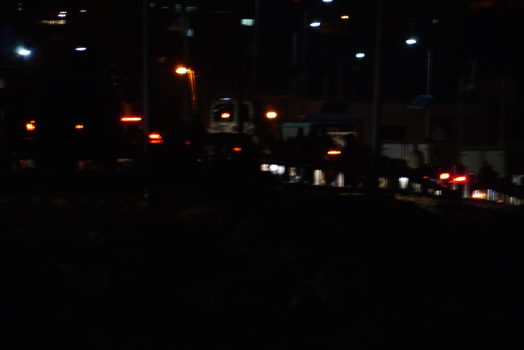 Lichter von Autos im nächtlichen Stau kurz vor Bethlehem.