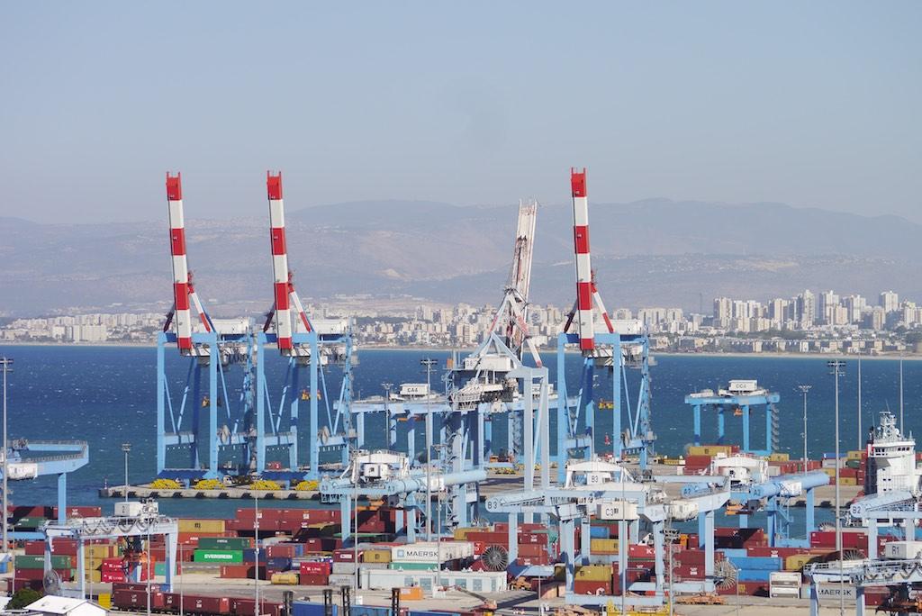 Kräne im Hafen von Haifa