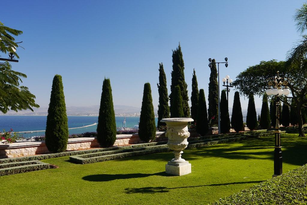Garten der Bahai mit Ausblick auf die Bucht von Haifa