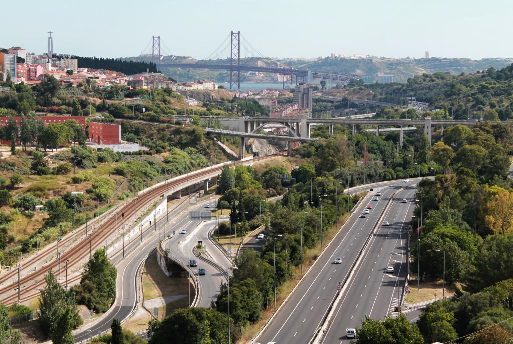 Ausblick auf die Hängebrücke über Tejo.