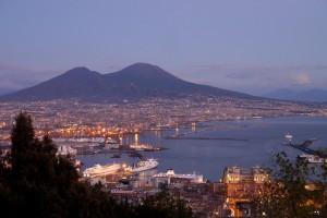 Neapel am Fuße des Vesuvs.