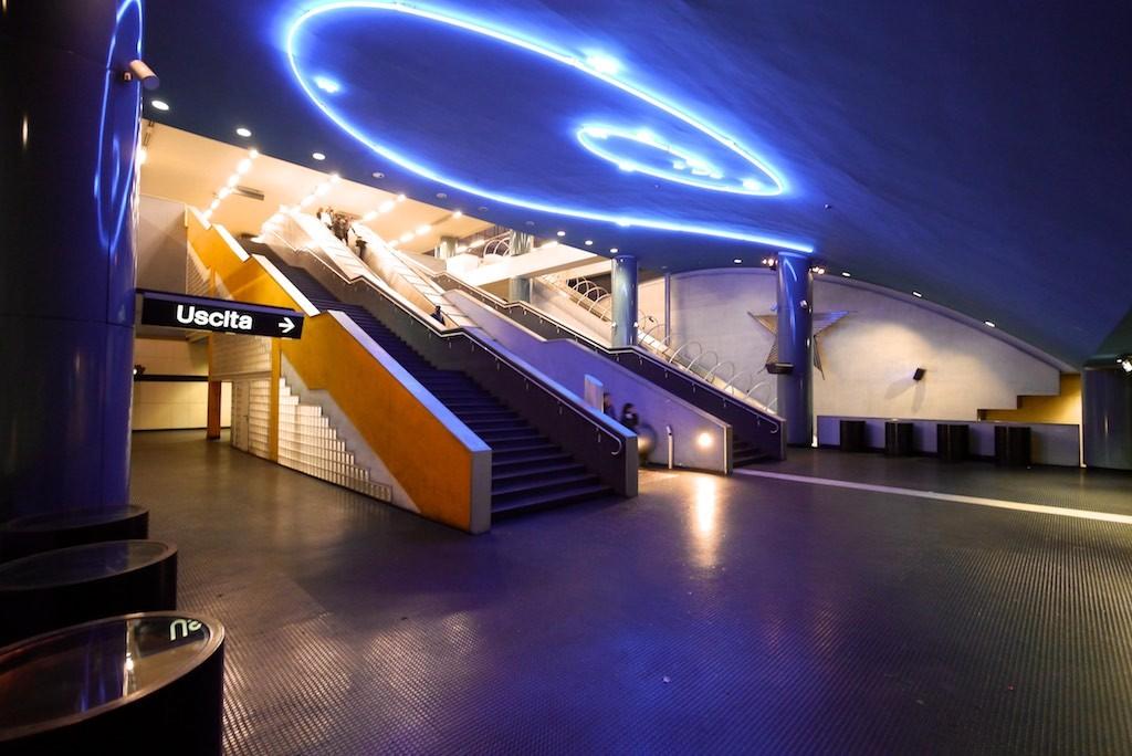 Spirale von Mario Merz in der Metro Station Vanvitelli.