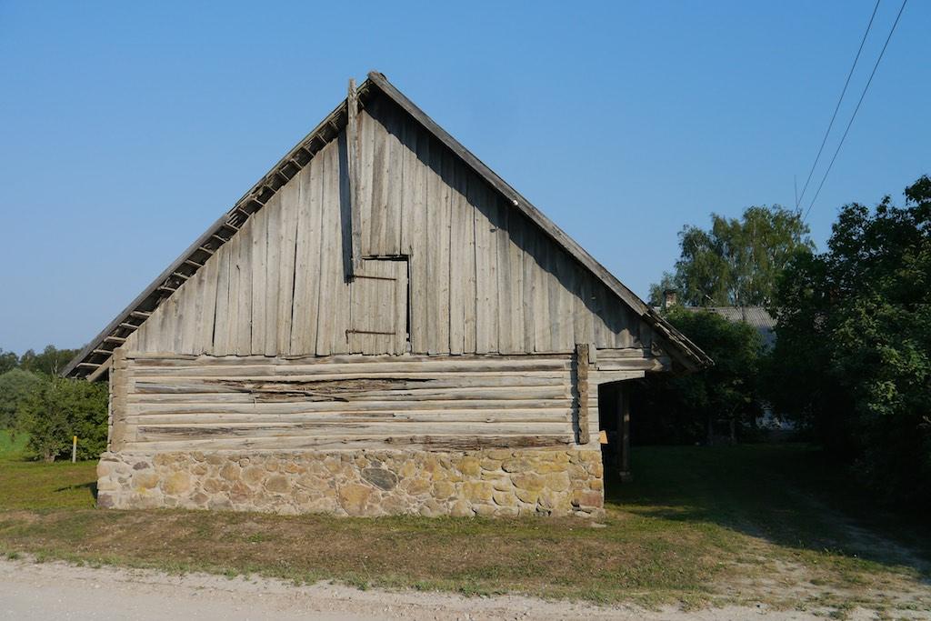 Eine alte Scheune in Naukschen
