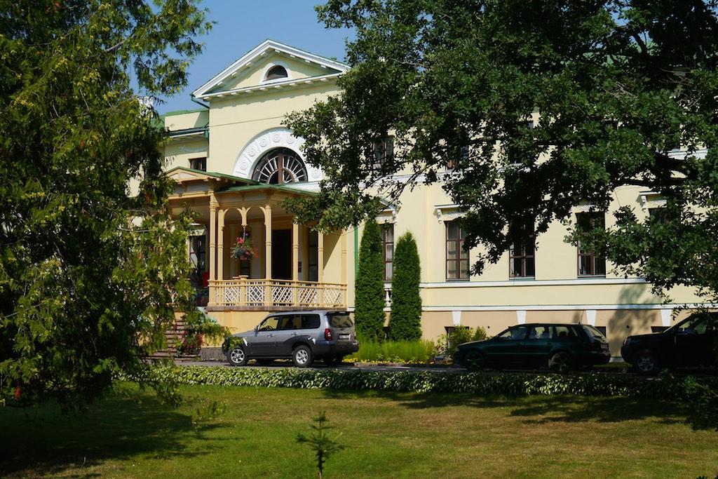 Gutshaus Naukschen in Lettland