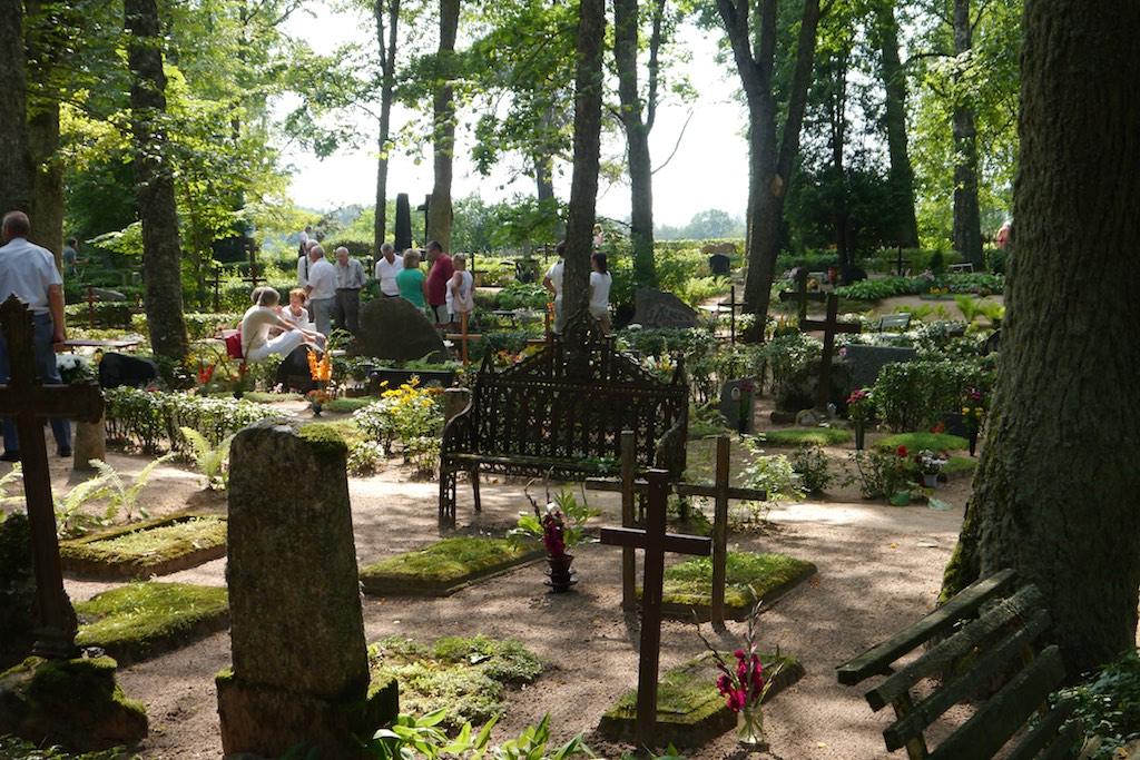 Kapu Svētki auf dem Friedhof von Rujnea