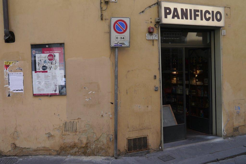 Panificio an der Ecke Via Santa Monaca