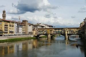 Ponte Vecchio und Arno in Florenz.