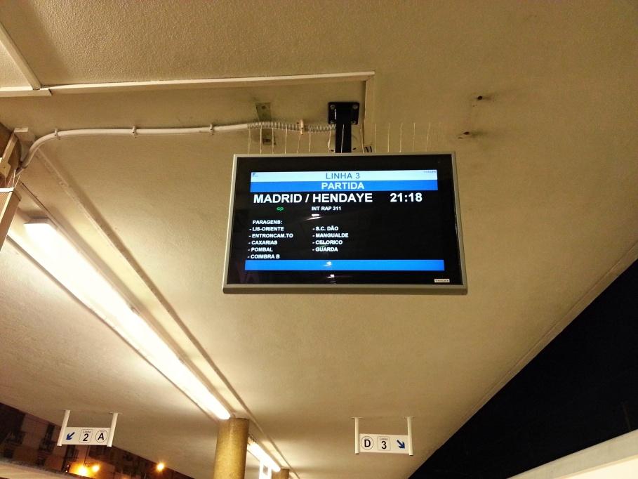 Bildschirm im Nachtzug nach Lissabon.