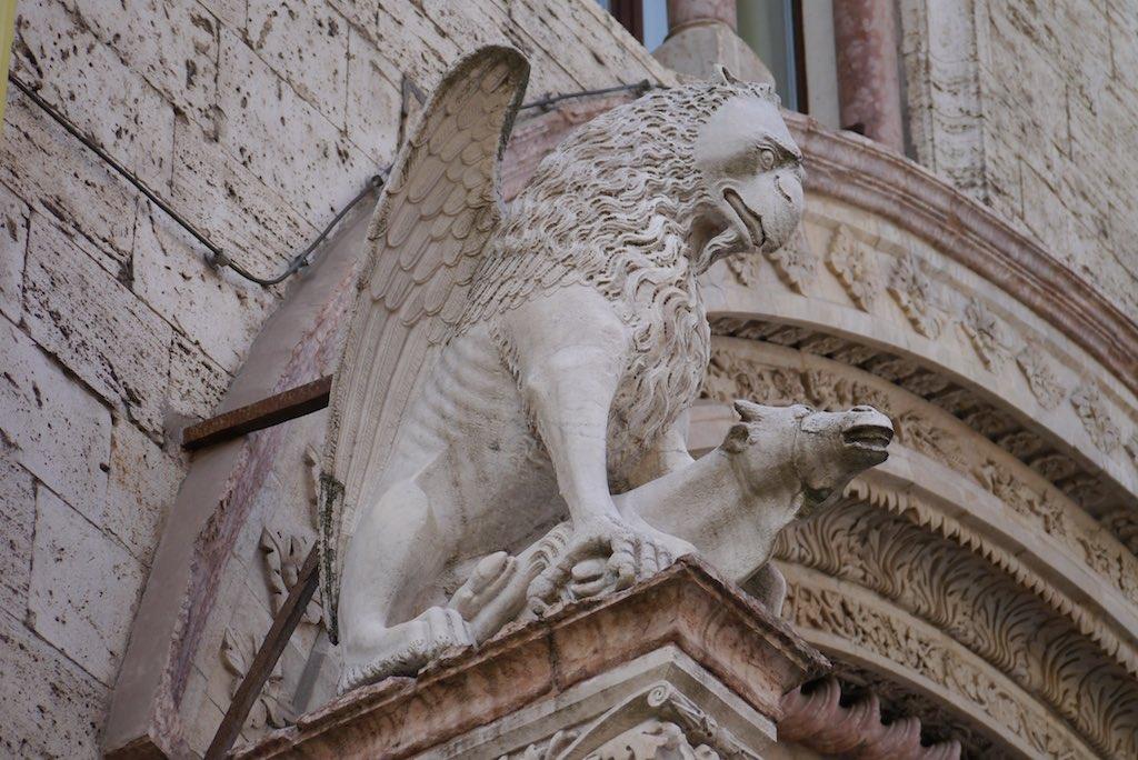 Ein Greif am Palazzo dei Priori in Perugia