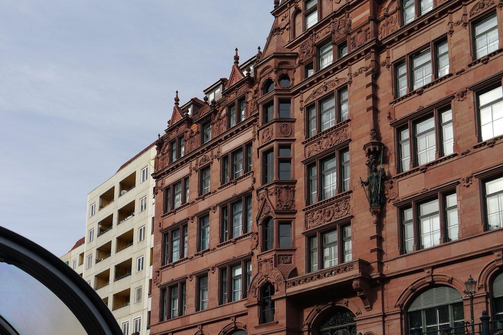 Gründerzeit Fassaden-Protz neben ostiger Platten-Nüchternheit