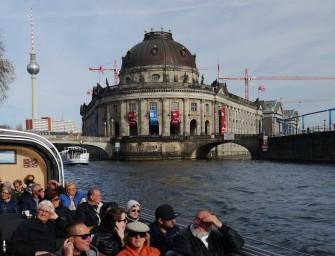 Auf Spreerundfahrt – Tuckern durch Berlin