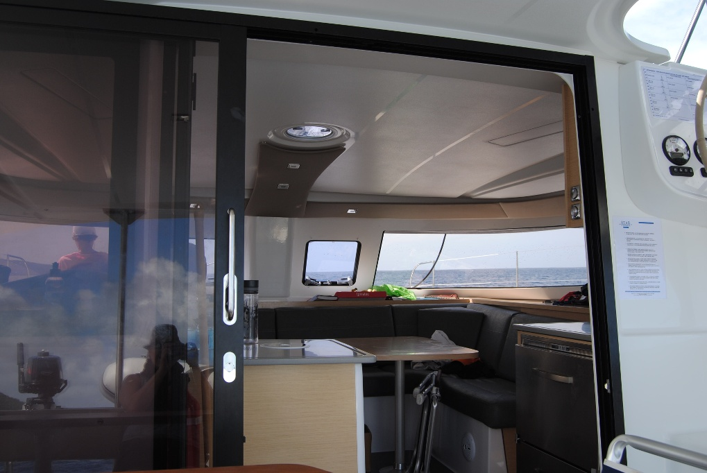"""Ob ein Katamaran für Anfänger besser ist, als ein """"Monohull"""", also eine Yacht mit einem Rumpf? Man reist ein wenig komfortabler, dafür fühlt es sich auch weniger nach Segeln an."""