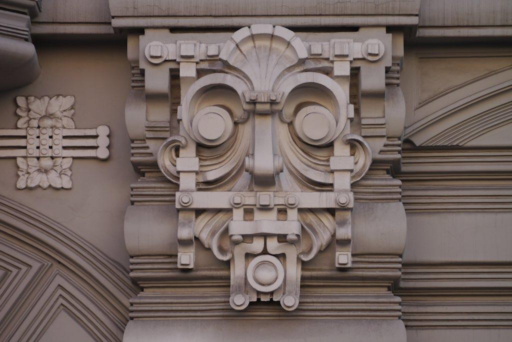 Maske, ein Jugendstil Ornament aus Riga.