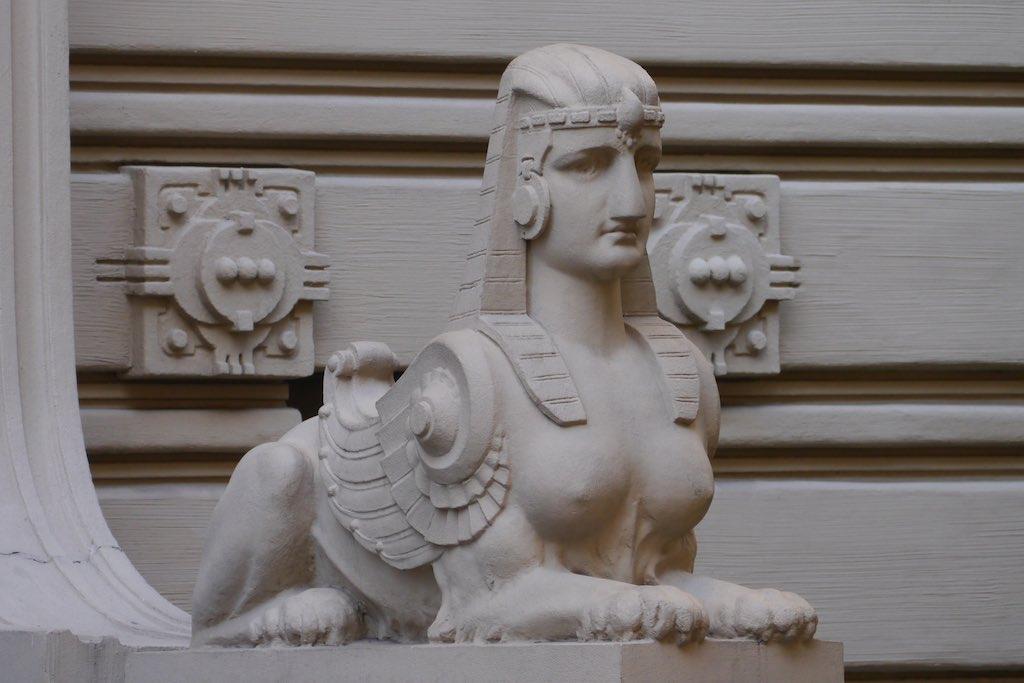 Sphinx in der Elisabetha Iela in Riga.