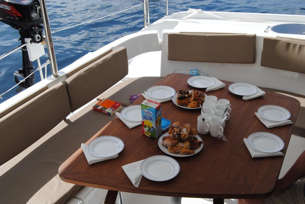 Das Frühstück ist die wichtigste Mahlzeit an Bord. Abgesehen von Mittag- und Abendessen. Und natürlich kleinen Snacks.