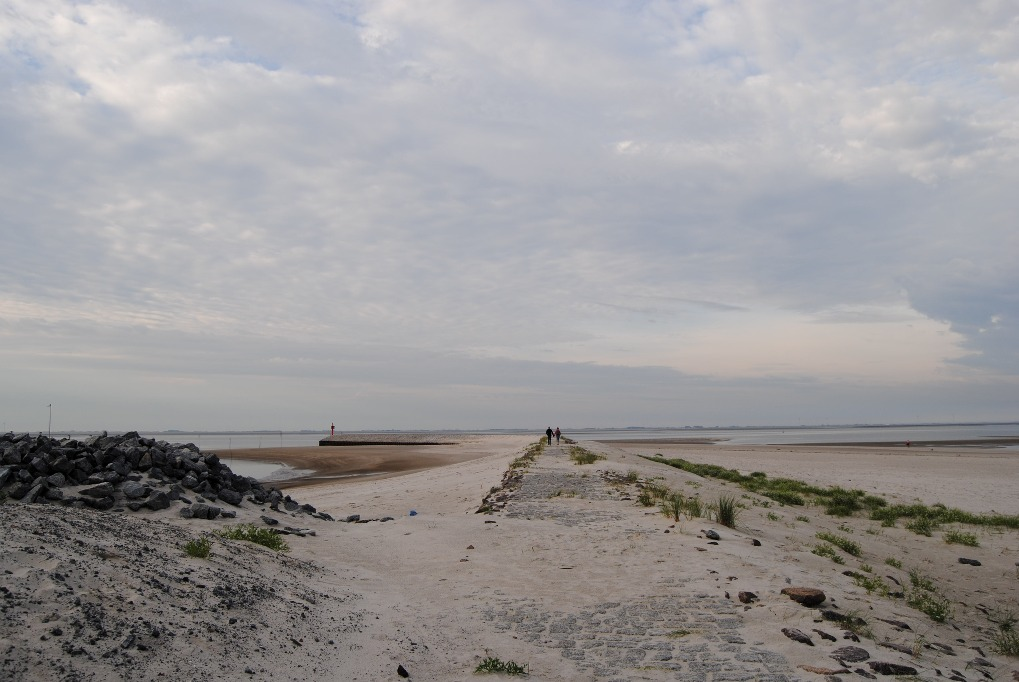 wangerooge-morgenspaziergang-am-strand]