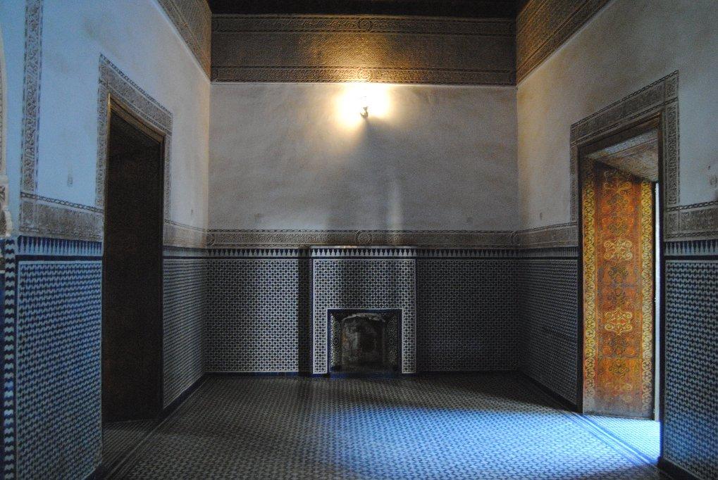 marrakesch-bahia-place-licht-schatten-mosaike