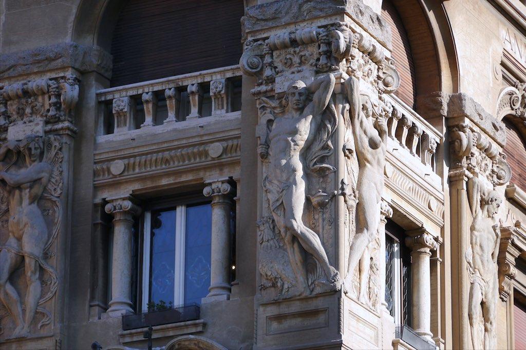 Details von Fassaden im Quartiere Coppedè