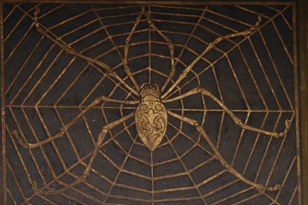 Detail der Fassade vom Spinnen Palast im Coppedè Viertel