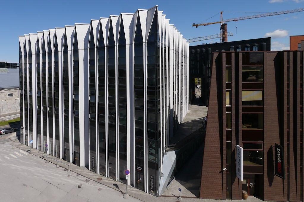 Ein modernes Gebäude im Rotermann Viertel