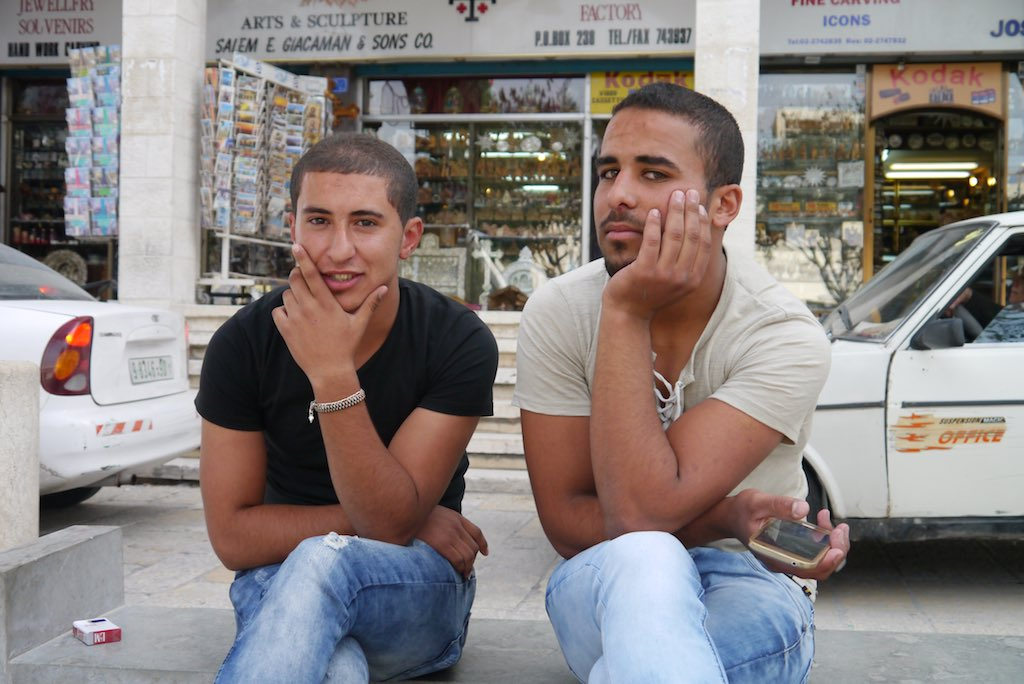 Junge Männer in Bethlehem. Wahrscheinlich mit sehr beschränkten Perspektiven.