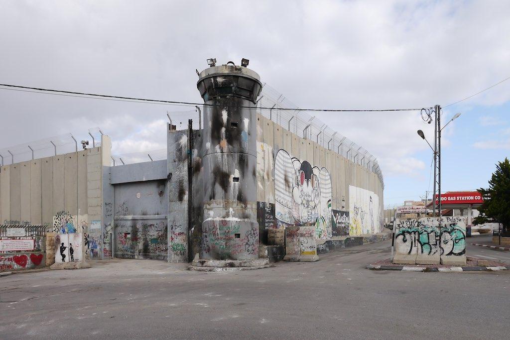 Wachturm in Bethlehem an der israelischen Speeranlage zwischen dem Westjordanland und Israel.